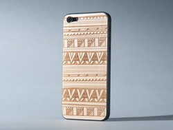 Carved Back Case Tribal Graphic Wood (iPhone 5/5s/SE)